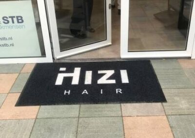 Outdoormat logo+rand Hizi Hair